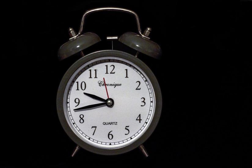 In diesem Bild siehst du eine Uhr.